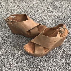 Gorgeous weathered tan leather Born comfy wedges